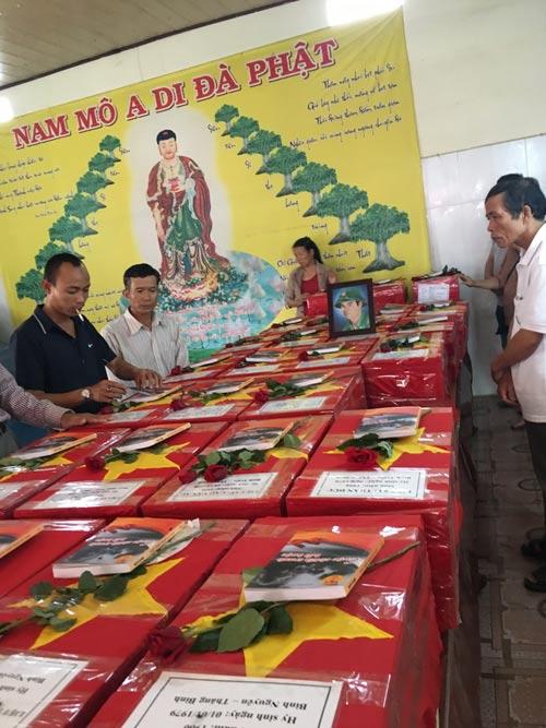 Đưa hài cốt quân tình nguện Việt Nam hy sinh trên chiến trường Campuchia về quê. Ảnh: Nhi Dũ
