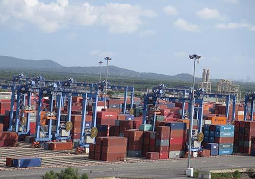 Logistics ở Việt Nam đang phát triển nóng Ảnh: Vũ Phương
