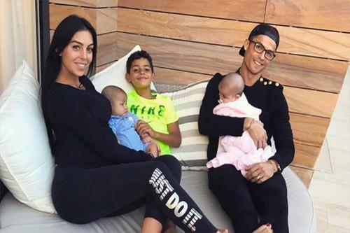 Lộ diện hình ảnh con gái mới nhất của Ronaldo - Ảnh 1.