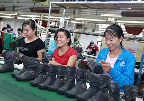 Ngành da giày cần nâng cao tỉ lệ nội địa hóa để gia tăng giá trị sản phẩm xuất khẩu Ảnh: Vĩnh Tùng