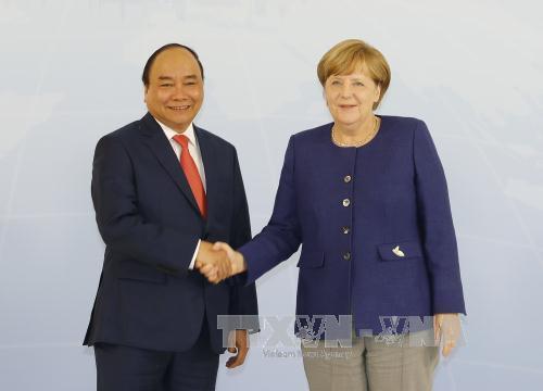 Hai Thủ tướng hội đàm: Đức ủng hộ lập trường của Việt Nam về Biển Đông - Ảnh 1.