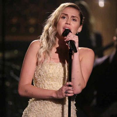 Khi Miley Cyrus qua thời nổi loạn - Ảnh 1.