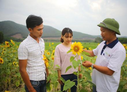 Từ nông trại thầy Đức đã giúp cho nhiều sinh viên có kiến thức thực tiễn để ra trường dễ dàng xin việc. Ảnh: NGUYỄN ĐẮC THÀNH.