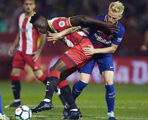 Hai pha đá phản, tân binh Girona thua sốc Barcelona - Ảnh 2.
