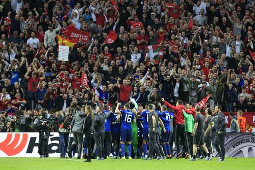 Man City đoàn kết với M.U sau Europa League - Ảnh 1.