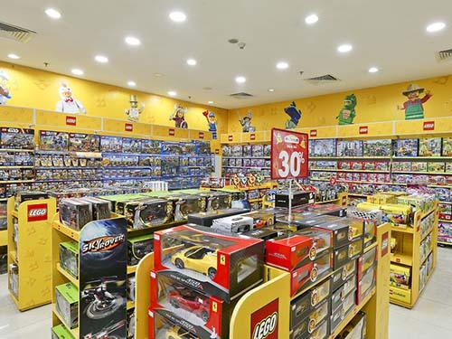 Một góc của hàng kinh doanh đồ chơi trẻ em cao cấp Ảnh: My Kingdom