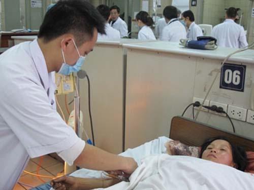 Một bệnh nhân bị ngộ độc nấm được cấp cứu tại Bệnh viện Bạch Mai (Hà Nội)
