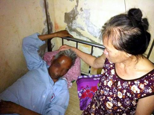 Ông Lê Ngọc Thanh đang điều trị tại bệnh viện - Ảnh: Người đưa tin