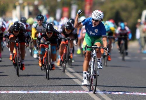 Nguyễn Thị Thật về nhất chặng 4 Giải Xe đạp nữ quốc tế BTV - Cúp Biwase 2017 vào sáng 11-3, 50 km vòng quanh Đà Lạt