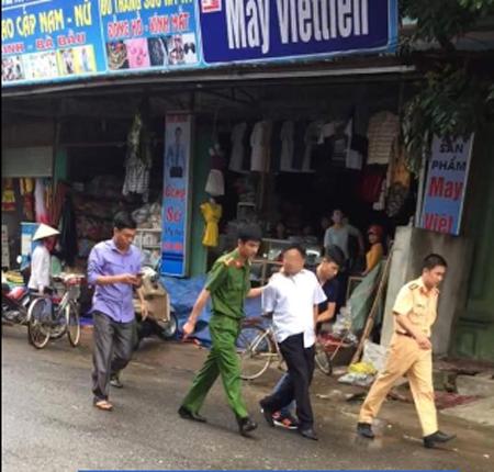 Dẫn giải nghi phạm Trần Xuân Thu về cơ quan công an sau khi bị bắt giữ