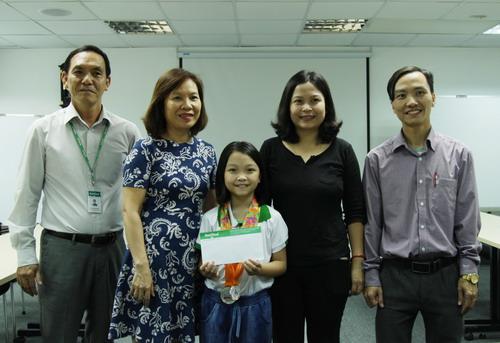 NutiFood trao thưởng nóng cho kỳ thủ nhí Cẩm Hiền - Ảnh 3.