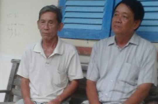 Ông Bạn (trái) và ông Bình. Ảnh: PHONG KHÊ