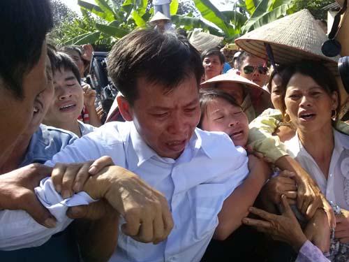 Ông Nguyễn Thanh Chấn trở về gia đình ngày 4-11-2013 sau hơn 10 năm tù oan - Ảnh: Nguyễn Quyết