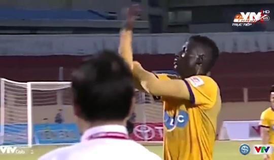 Pape Omar chỉ còn bị treo giò 6 trận, đồng nghĩa có thể trở lại tại vòng 9 V-League 2017