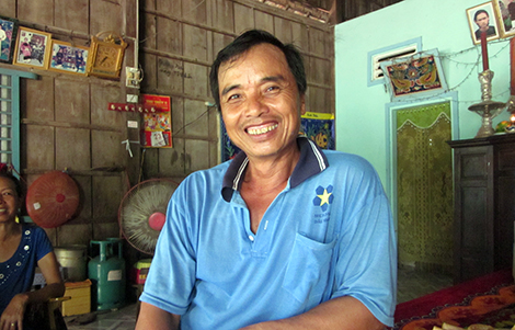 Ở tuổi U50 nhưng người đàn ông này thuộc hàng cháu chắt trong làng.