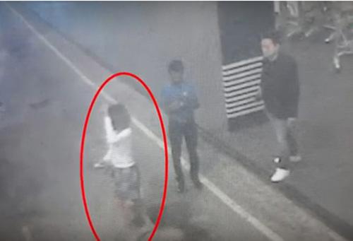 Người phụ nữ được cho là liên quan tới cái chết của ông Kim Jong-nam bị camera an ninh sân bay ghi hình lại. Ảnh: Yonhap