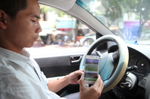 Taxi truyền thống xin nộp thuế theo cách áp dụng với Uber, Grab.