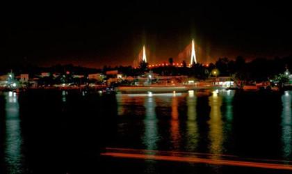 Cần Thơ và bến Ninh Kiều về đêm.