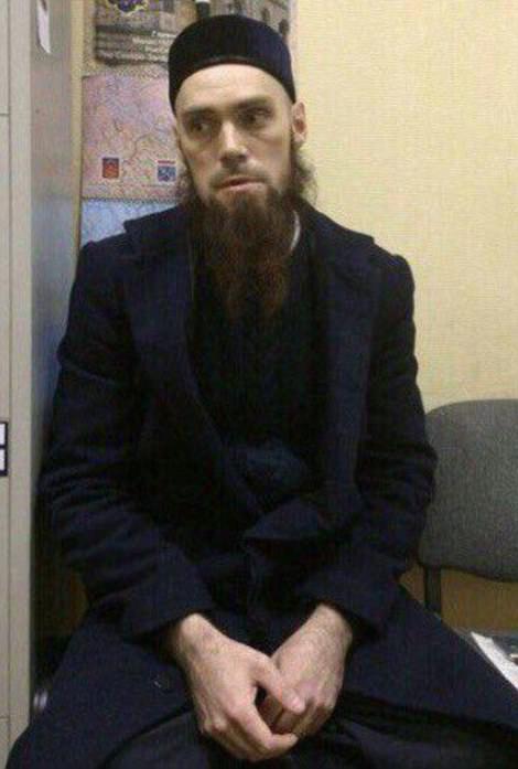 Người đàn ông có râu bị nghi ngờ trước đó đã trình diện cảnh sát tối 3-4. Ảnh: Daily Mail