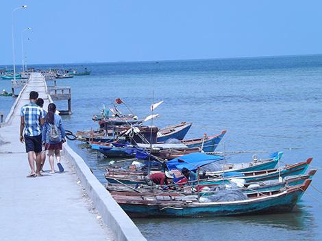 Cảng cá trên biển Hàm Ninh, Phú Quốc.