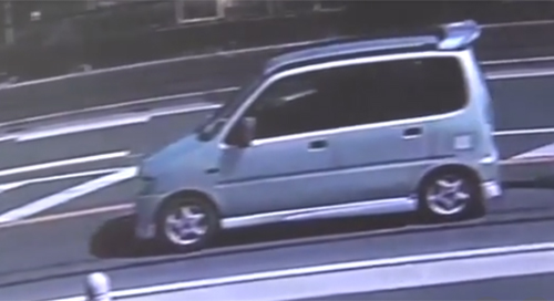 Chiếc xe hơi màu bạc của nghi phạm. Ảnh: Asahi
