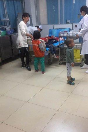 Trẻ em điều trị tại bệnh viện sau vụ tấn công. Ảnh: KAIXIAN
