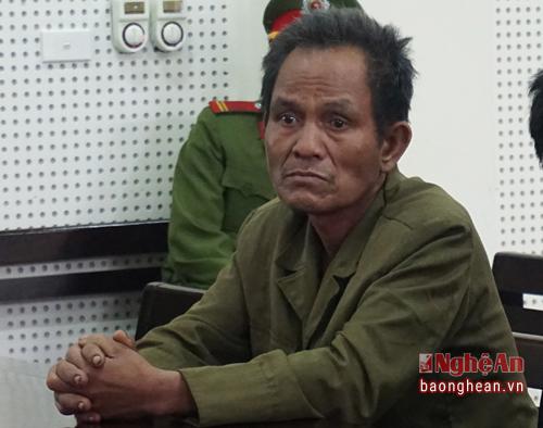 Ông Lương Phò Vinh, bố của Khăm tham dự phiên tòa với tư cách là đại diện hợp pháp cho người bị hại. Ảnh: Như Bình