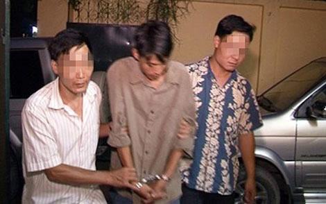 Trinh sát PC52 Công an TP Hà Nội dẫn giải một đối tượng truy nã nguy hiểm về trụ sở.