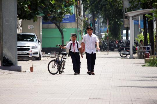 Ngày 28-2, nhiều lề đường khu vực quận 1 như Lê Duẩn, Phạm Ngọc Thạch, Nam Kỳ Khởi Nghĩa, Đồng Khởi, Nguyễn Huệ, Nguyễn Trung Trực... đã khá thông thoáng.