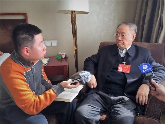 Thiếu tướng Hải quân Trung Quốc Doãn Trác (phải) Ảnh: HK.CRNTT.COM