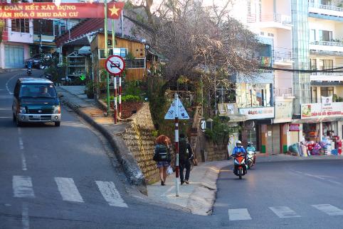 Một con dốc trên đường phố ở Đà Lạt
