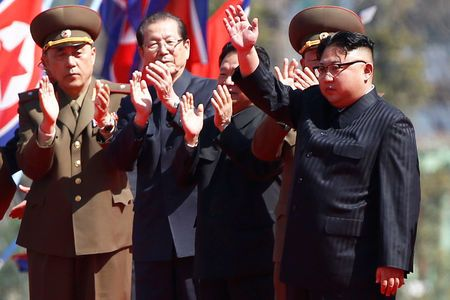 Ông Kim Jong-un (bìa phải) tham dự buổi lễ khánh thành khu dân cư Ryomyong sáng 13-4. Ảnh: REUTERS