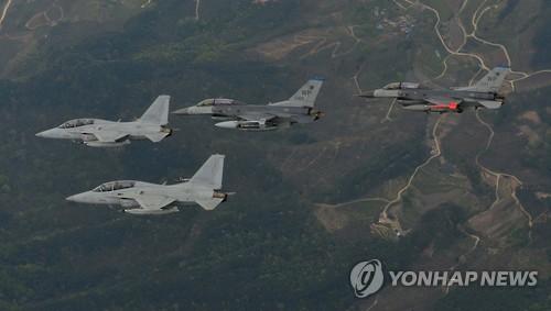 Các máy bay chiến đấu Mỹ - Hàn bay cùng nhau trong cuộc diễn tập Max Thunder năm 2016. Ảnh: Yonhap