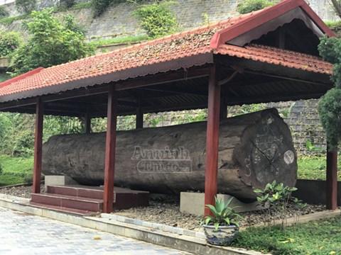 Đây là ngôi nhà sàn tại tỉnh Điện Biên được Vietnam book of records công nhận là nhà sàn gỗ lim lớn nhất Việt Nam một công trình kiến trúc mang đậm bản sắc dân tộc Thái