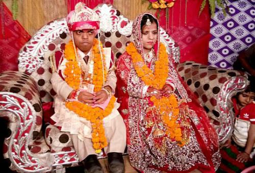 Đám cưới của cặp uyên ương cao bằng em bé một tuổi - Ảnh 2.