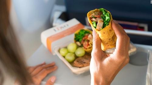 Sự thật có thể khiến bạn sợ thức ăn trên máy bay - Ảnh 2.