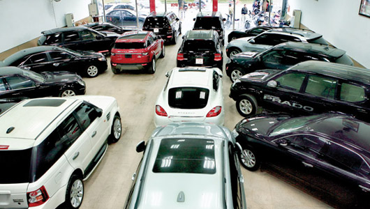 Vì sao nhân viên ngân hàng can khách vay nợ mua ô tô? - Ảnh 1.