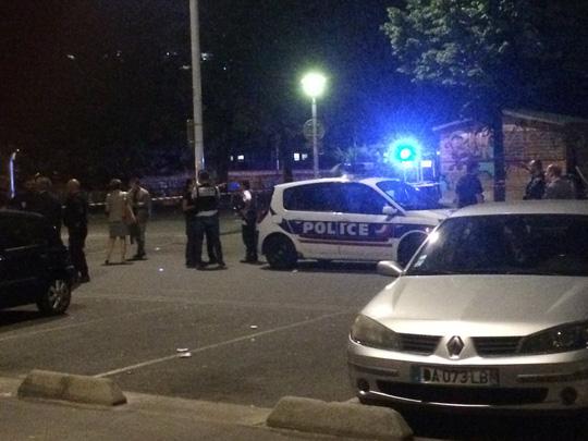 Cảnh sát có mặt tại hiện trường. Ảnh: Twitter