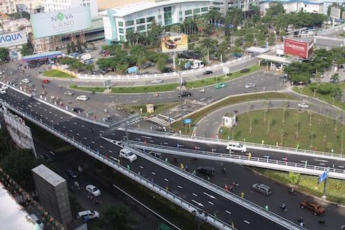 Thông xe cầu vượt ở 2 nút giao cửa ngõ sân bay Tân Sơn Nhất - Ảnh 4.