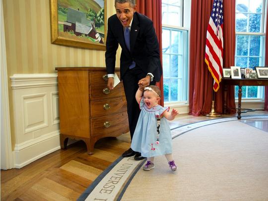Ông Obama gây sốt với ảnh bế em bé Alaska - Ảnh 5.