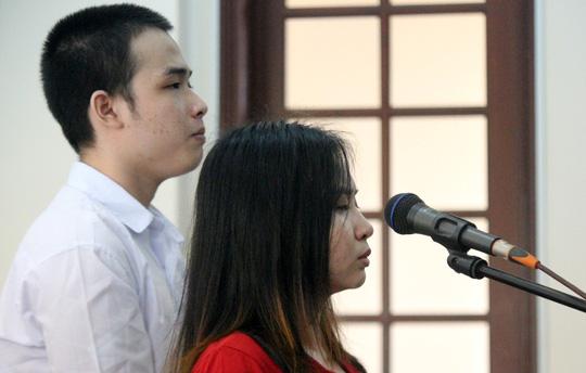 Vụ nữ sinh bị tạt axít dẫn đến mù mắt:  Bị cáo đã yêu mù quáng - Ảnh 2.