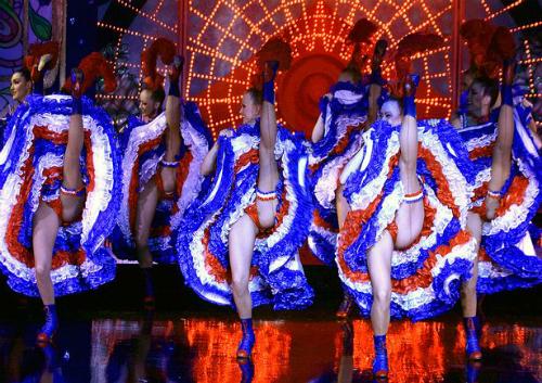 Đằng sau show diễn ngực trần khuynh đảo màn đêm Paris - Ảnh 1.