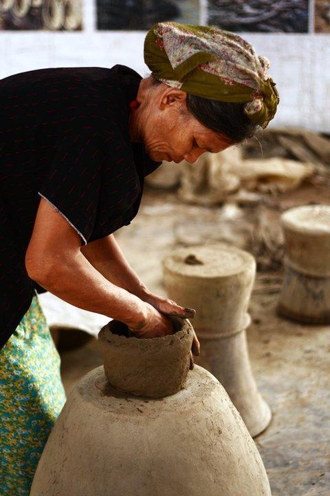 Độc đáo nghệ thuật làm gốm ở Bàu Trúc - Ảnh 1.