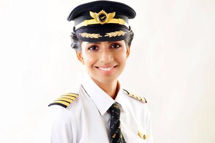Ngắm dung nhan yêu kiều của nữ cơ trưởng Boeing 777 trẻ nhất thế giới - Ảnh 2.