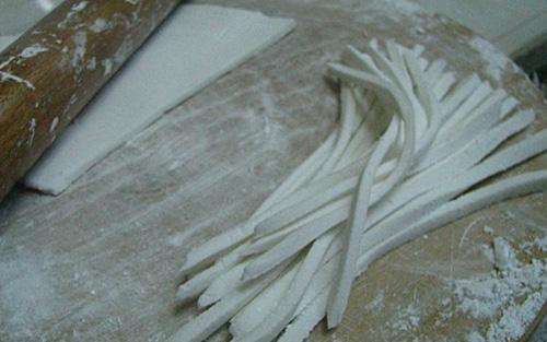 Chết thèm gặp bánh canh cua nước cốt dừa Cà Mau - Ảnh 2.