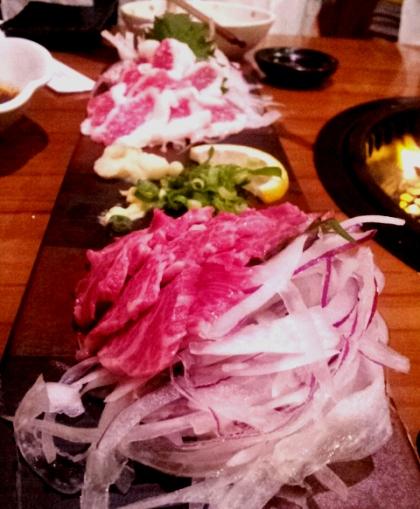 Thịt ngựa sống - món khoái khẩu của người Nhật - Ảnh 1.