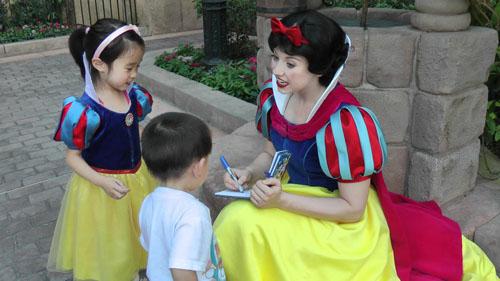 Làm công chúa - nghề không như mơ ở nơi vui vẻ nhất thế giới - Ảnh 2.