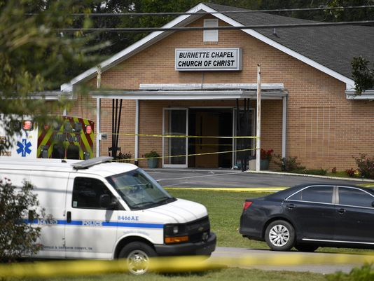 Mỹ: Nhân viên nhà thờ quyết chiến với kẻ xả súng - Ảnh 1.