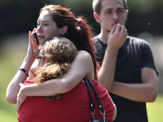 Mỹ: Nhân viên nhà thờ quyết chiến với kẻ xả súng - Ảnh 2.