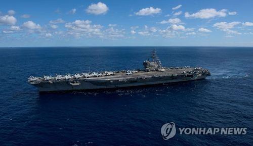 Tàu Trung Quốc bám đuôi tàu sân bay Mỹ ở biển Đông - Ảnh 1.